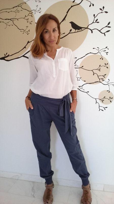 Pantalón y camisa blanca